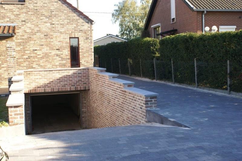 R alisation d 39 un terrassement avec pavages et rampe de for Terrassement garage
