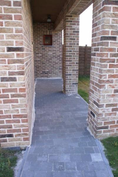 R alisation d 39 un terrassement avec pavages et rampe de garage antid rapant r novation maison - Carrelage garage antiderapant ...